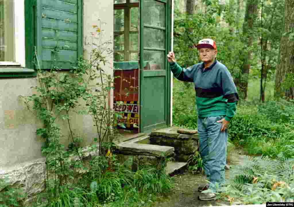 Hrabal at his summer house in the Kersko region in 1994.