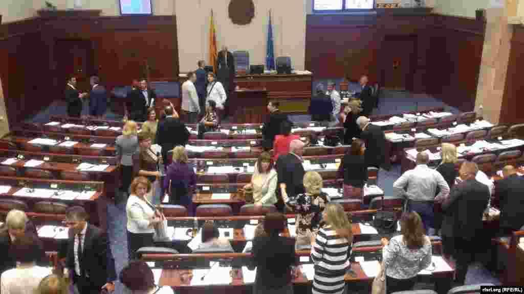 МАКЕДОНИЈА - Со 69 гласа ЗА, еден воздржан, ниеден ПРОТИВ и без присуство на пратениците на опозициската ВМРО-ДПМНЕ, Собранието по втор пат го ратификуваше Договорот со Грција.