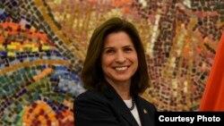 Новиот амбасадор на САД, Кејт Мари Брнс