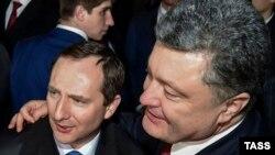 Президент України Петро Порошенко (праворуч) та Ігор Райнін. Архівне фото