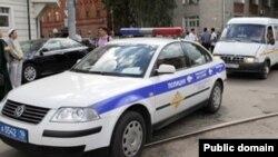 Қазандағы мүфтиге жасалған қастандықтан соң күдіктілерді іздеп жүрген полиция көлігі.