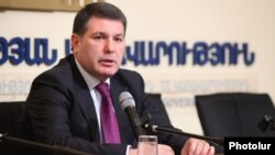 Armenia - Environment Minister Aram Harutiunian speaks at a news briefing in Yerevan, 30Jan2012.