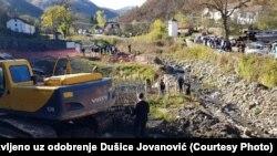 Put do njiva je raskopan, a meštanima je ugrožen put do korice hleba: Desimir Stojanov