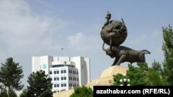 Türkmenistanda 1948-nji ýylyň ýer titremesiniň pidalarynyň hatyrasyna gurulan ýadygärlik, Aşgabat.