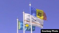 Флаги Казахстана, Молдовы и компании Ascom-Grup S.A со страницы компании в Facebook'е. Иллюстративное фото.