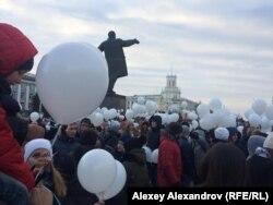 Митинг на площади Советов завершился запуском шариков