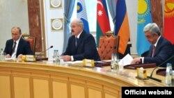 На саммите ЕвразЭС в Минске. 10 октября 2014 года.