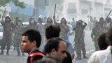یکی از صحنههای رویارویی نیروهای ضدشورش و معترضان در ۳۰ خرداد ۸۸