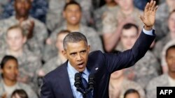 رئیسجمهوری آمریکا میگوید بر عهد خود برای نفرستادن سرباز به جنگ مستقیم در سوریه استوار است (در تصویر: سخنرانی اوباما برای نیروهای نظامی آمریکا)
