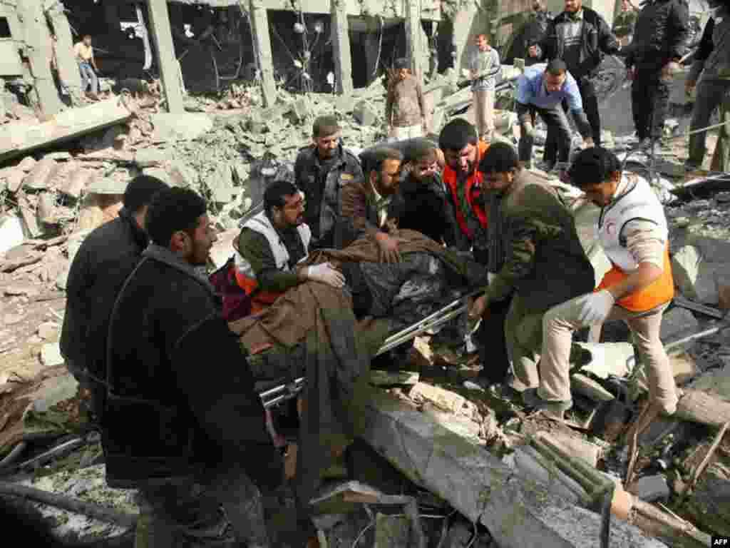 Palestina - Uklanjanje tijela nastradalih.