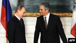 Австри -- Австрин канцлер Файманн Вернер а, Оьрсийчоьнан президент Путин Владимир а Венехь, 24Охан2010