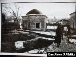 Mausoleu sufi in Babadag, Dobrogea (Foto: Dan Alexe, 1998)