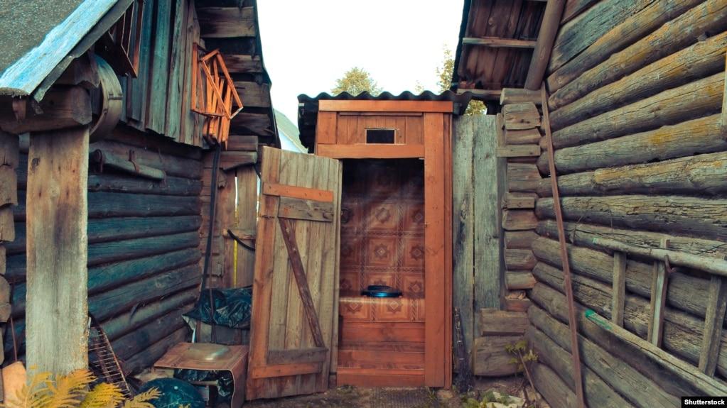 foto-iz-derevenskogo-tualeta-smotret-onlayn