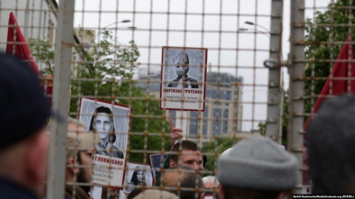 9 травня в Києві: поліція затримала 3 людей із портретом Сталіна і «георгіївськими стрічками»