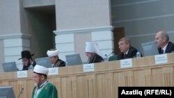 Омски мөфтие Зөлкарнәй хәзрәт Шакирҗанов конференциядә чыгыш ясый