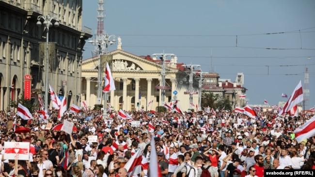 """Многохилядния """"Марш за мор и независимост"""" в Минск"""