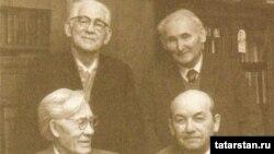 Хәсән Туфан (с,1нче рәт), Гомәр Бәширов, Хәмит Ярми (с,2нче рәт), Шәйхи Маннур. 1979 ел