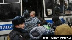 Задержание Сергея Митрохина на акции 12 декабря