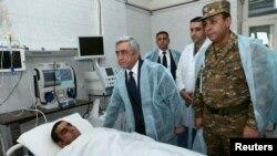 Predsjednik Armenije Serž Sarkasijan u posjeti povrijeđenima u granatiranju 4.april 2016