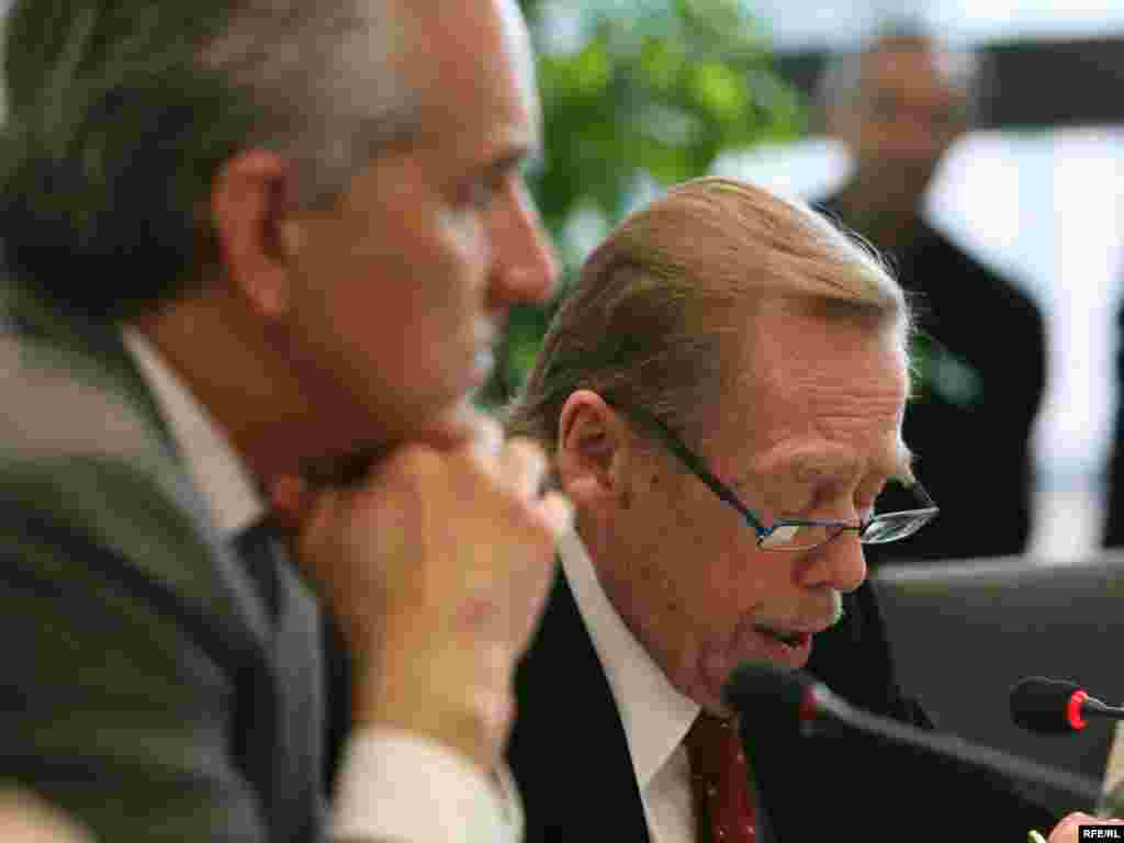 RFE/RL President Jeffrey Gedmin listens while Havel speaks.