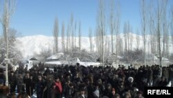 Kyrgyzstan -- Supporters of Ismail Isakov to Hold Protest Action in Alai District of Osh Region. 10Feb2010