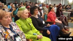 Татар хатын-кызлары корылтаенда да милли дресс-код мәсьәләсе тикшерелде