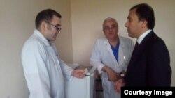 Посол РТ в Москве беседует с главврачом ГКБ № 7 г. Москвы, где проходит лечение гражданин Таджикистана Н.Мавлонов