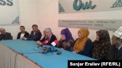 Пресс-конференция местных жителей по выступлению кандидата в президенты Омурбека Бабанова в Оше.