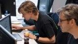 Чешские программисты во время разработки бесплатного сайта