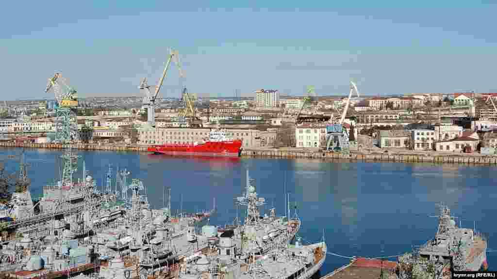 Вид на Севастопольський морський завод