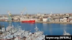 Крим, вид на Севастопольський морський завод, червень 2017 року