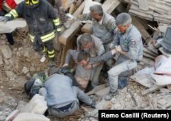 Рятувальники на місці завалів в Аматріче