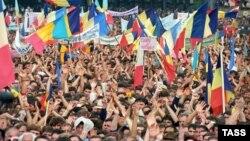 Miting organizat de Frontul Popular, cerând noi legi care să declare limba moldovenească limba oficială a statului, iunie 1989