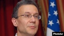 Заместитель помощника государственного секретаря США по Центральной Азии Даниэль Розенблюм.