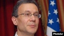 Даниэль Розенблюм, заместитель помощника государственного секретаря США.