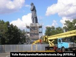 Пам'ятник Шевченкові до демонтажу, фото 4 серпня 2011 року