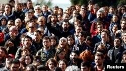 Стамбул университетінің алдындағы білім саласындағы қуғын-сүргінге қарсы наразылық акциясы. Стамбул, Түркия, 3 қараша 2016 жыл.