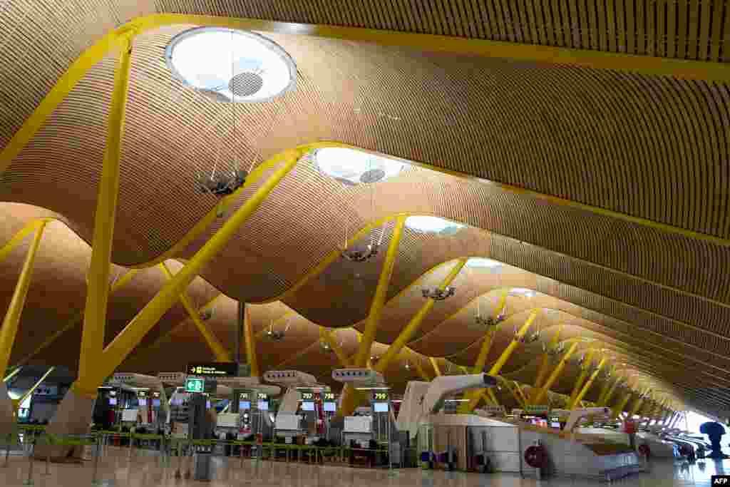 Международный аэропорт в Мадриде, Испания. 7 апреля 2020 года