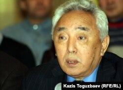Қабдеш Жұмаділов, қазақ жазушысы. Алматы, 9 қаңтар 2012 жыл.