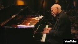 Томми Флэнэгэн, пианист