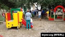 Недостроенная детская площадка в Севастополе, 23 августа 2017 год