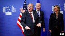 Juncker dhe Mogherini se bashku me nenpresidentin amerikan, Joe Biden