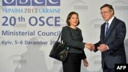 Заступник держсекретаря США Вікторія Нуланд і міністр закордонних справ України Леонід Кожара