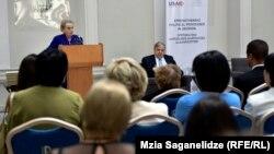Madeleine Albright və ABŞ-ın Gürcüstanda səfiri Ian Kelly
