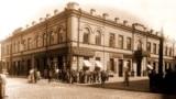 Будынак Менскай гарадзкой управы і думы на рагу Губэрнатарскай і Юраўскай вуліц