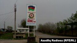 Въезд в село Аранлы Имишлинского района Азербайджана, март 2013