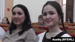 Мәктәп укучылары арасында Гран-при алучы Лиана Каюмова укытучысы Линара Сәлимова белән