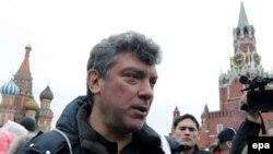 Борис Нємцов у 2012 році неподалік місця своєї загибелі, Красна площа, Москва