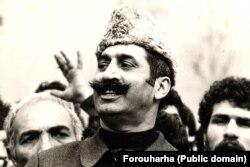 داریوش فروهر در تظاهرات حمایت از بازرگان در بهمن ۵۷