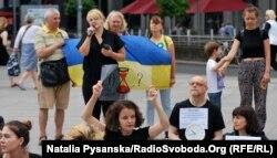 Із мікрофоном Наталія Пригорницька, Європейська академія